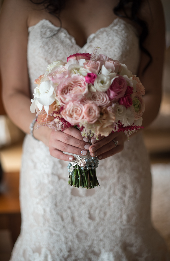 bouquet wedding photographer