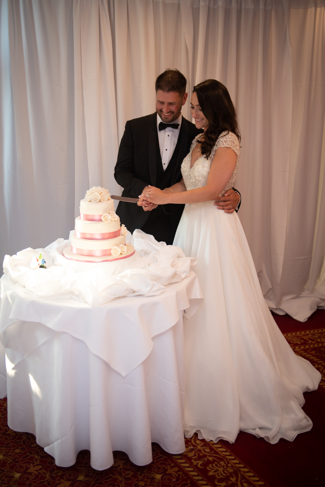 couple cutting the cake at radisson blu st helens photo by wedding photographers the fennells radisson blu wedding