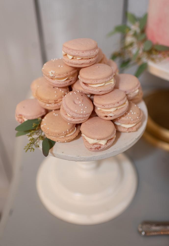 Wedding macaroons on wedding cake table